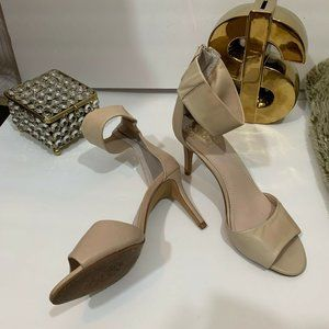 VINCE CAMUTO FASHION SHOES Size 81/2M hight heels